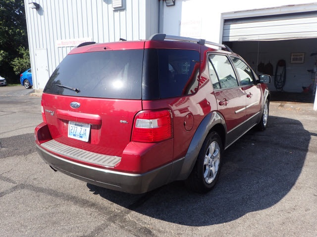 Pre-Owned 2007 Ford Freestyle SEL